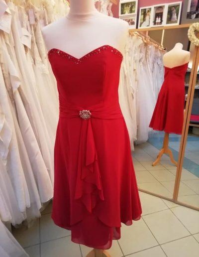 Robe rouge foncé