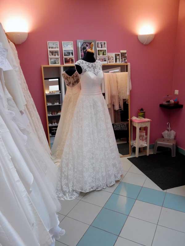 Notre espace mariées Dressing robes de mariées t'as ta soie lille haut de france